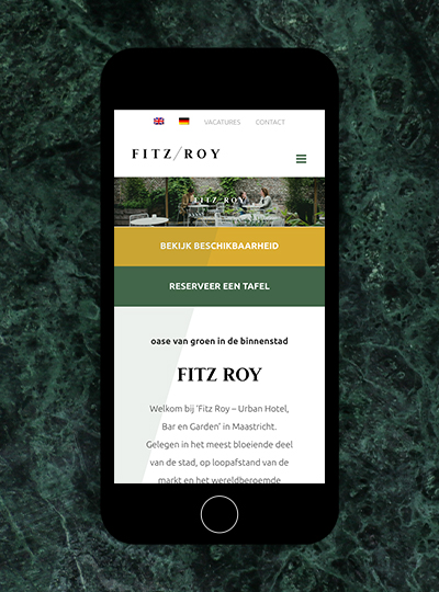 Mock-up van iphone met de website van Fitz Roy